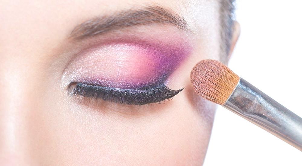 maquillaje de ojos con color