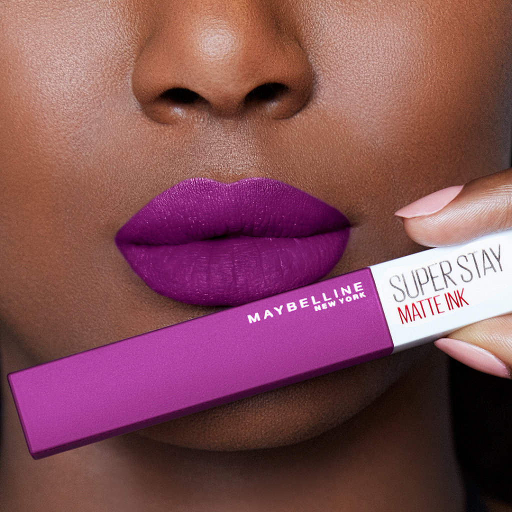 labios morados labial maybelline super stay