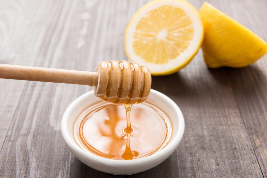 mascarillas para piel grasa miel y limon