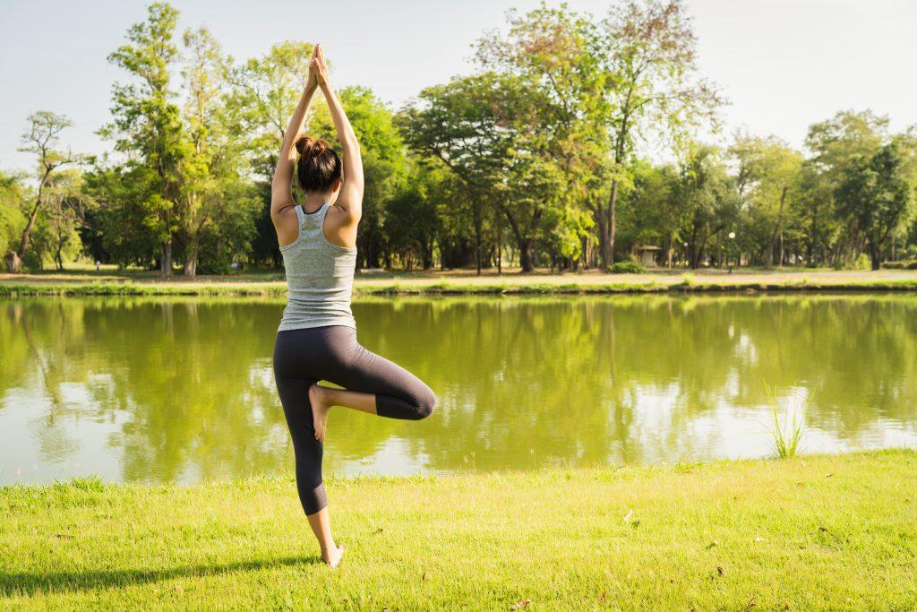 aprender a meditar de pie